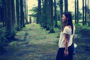 苔の絨毯に杉の参道気持ちよかったです